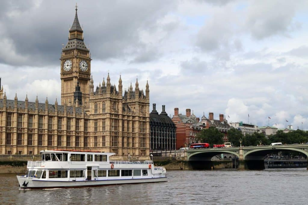Thames Sunday Evening Cruise | Viscount Cruises