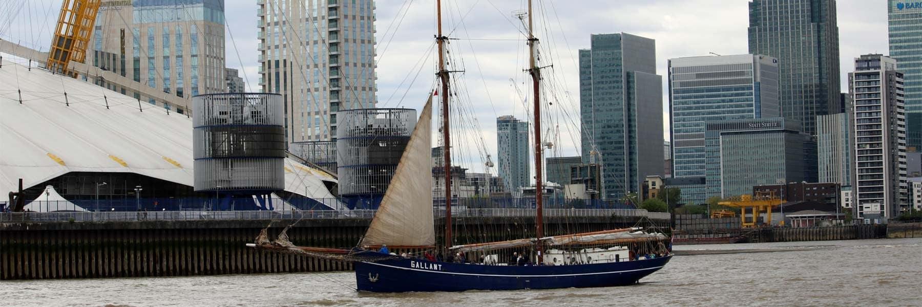 Tall Ship Gallant passing the O2